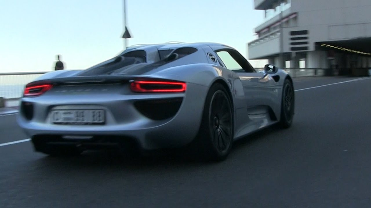 arab porsche 918 spyder does insane acceleration into the. Black Bedroom Furniture Sets. Home Design Ideas