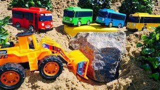 Видео для детей. Автобусы Тайо и машинки строят мост