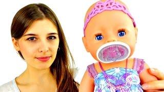 Видео для девочек. Знакомство с Беби Борн. Игры в куклы. Как мама.(Маша любит малышей и сегодня она с удовольствием водится с точной копией маленького ребенка - Беби Борн...., 2015-11-27T08:19:00.000Z)