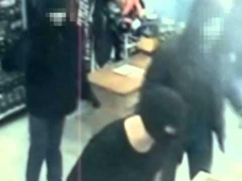 В Шимановске полицейские задержали подозреваемых в разбойном нападении на магазин