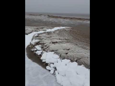 Frozen sea at Brean (Burnham-On-Sea.com)