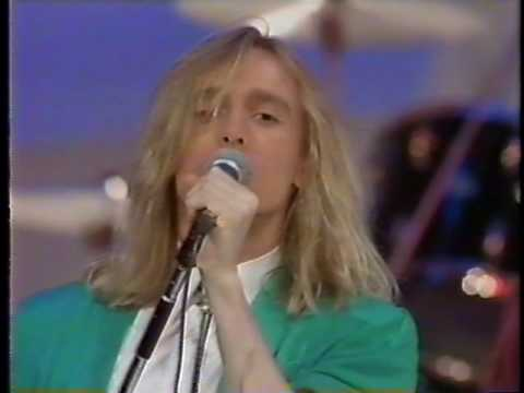 Cheap Trick - Ain't That a Shame (Live 1980)