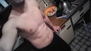 Full day of eating as a Raw Vegan on a 5 € budget // Full body home workout - Bodyweight -