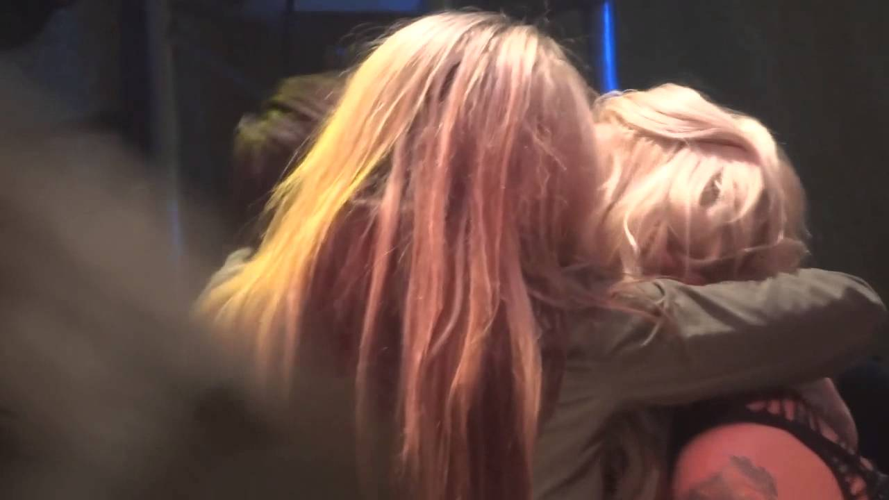 GIRLS MAKING OUT AT STEEL PANTHER 2/4/2013 - YouTube