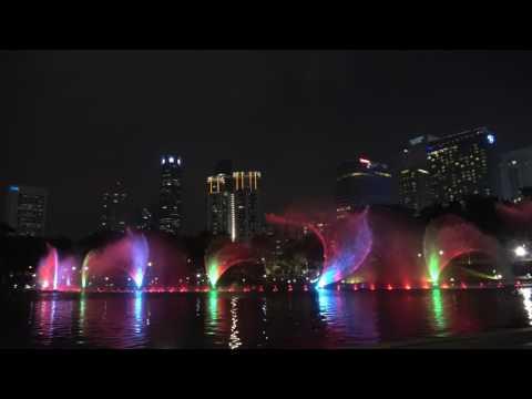 Kuala Lumpur sightseeing - KLCC music fountain light show