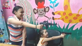 لعبة غسالة ومكواة جميلة مع سارة ويمني - تمثيل كوميدي  - Washer & iron machine toy - lets play