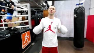 видео Тренировка боксера в тренажерном зале.