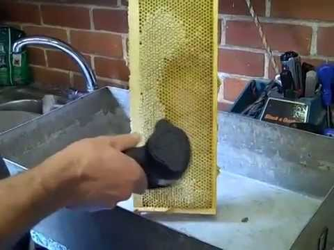 Uncapping Honey with heat gun the easy way, no mess, no waste PART 1