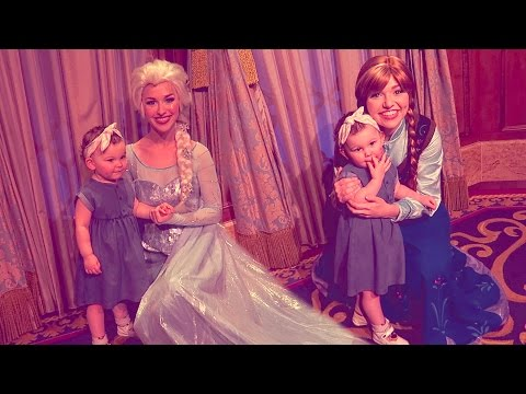 TODDLER MEETS ANNA & ELSA IN DISNEY WORLD!