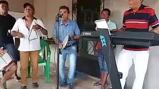Vovô do Arrocha e banda tocando 'Sanfona velha do fundo furado'