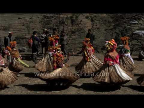 Himachali men wear grass skirts and dance | Faguli Festival
