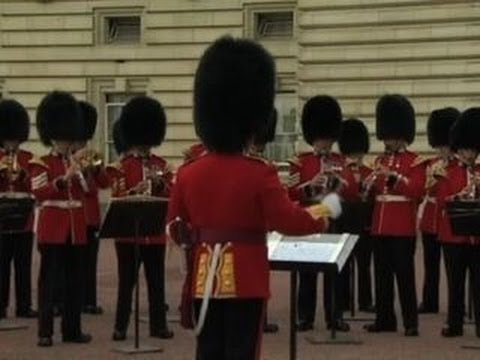 "Watch: Queen's Guard plays ""Congratulations"" outside Buckingham Palace"