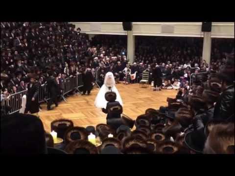 Spinka Rebbe Dancing Mitzvah Tantz @ Daughters Wedding