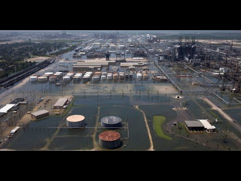 Gas prices surge after Harvey strikes refineries