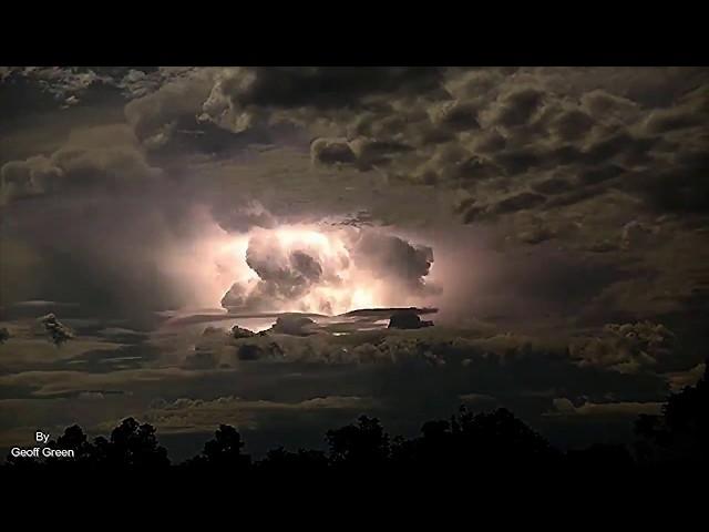 Este timelapse de una tormenta eléctrica en Australia es tan salvaje que parece una explosión