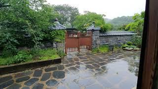 비오는 고택