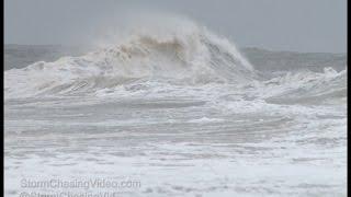 بالفيديو.. إعصار وموجات تسونامي بشاطئ لونج بيتش في أمريكا