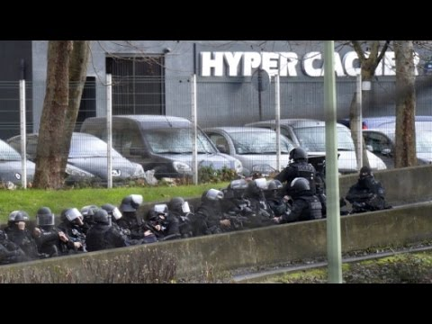 Hostage standoff at French grocery store