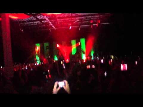 The Kooks - Naive (Live at Guadalajara 2012)