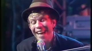 "Tom Waits - ""16 Shells From A 30.6"" and ""Cemetery Polka"" (Live On The Tube, 1985)"