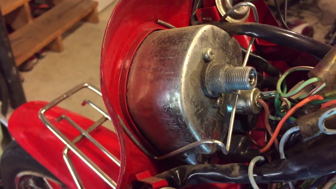 1981 Honda C70 Passport (10)  Changing a light bulb