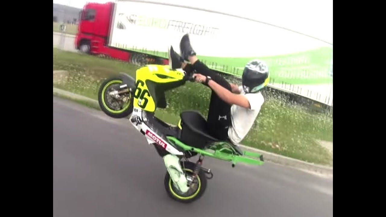 yamaha aerox stunt damian kreller video from 2014 2015 youtube. Black Bedroom Furniture Sets. Home Design Ideas