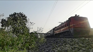Offlink!! HWH WAP4 led 12876 Neelachal SF express(new type coach at last) accelerating towards LKO