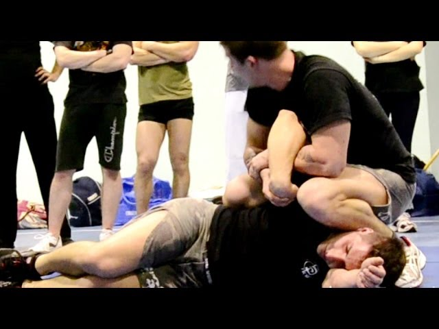 KRAV MAGA TRAINING • Police technique - Control & arm lock
