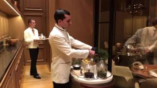 Mannequin Challenge 3 étoiles au Restaurant Alain Ducasse au Plaza Athénée