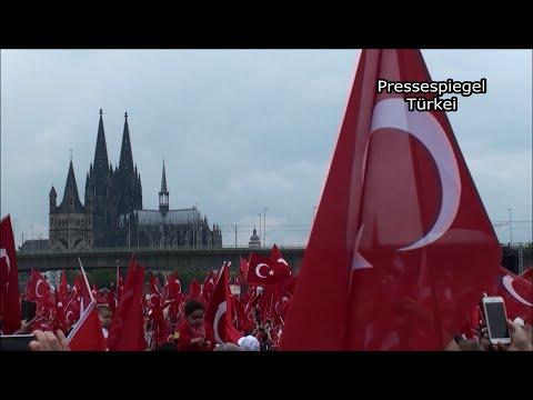 Türkische und deutsche Nationalhymne - Anti-Putsch-Demo in Köln am 31.07.2016 #koeln3107 #01
