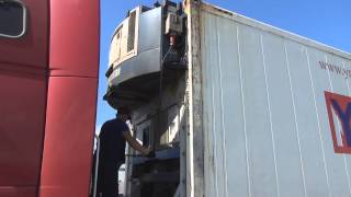 Навесной дизель-генератор, установка и снятие(Установка и снятие навесного дизель-генератора (Genset) с помощью вилочного погрузчика., 2014-07-21T16:04:32.000Z)