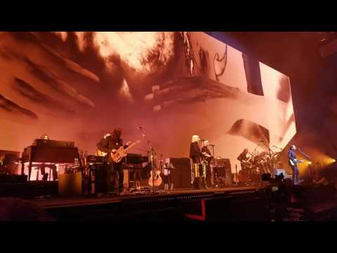 Roger Waters Pink Floyd 5.21.17 at Meadowlands Arena(Comfortably Numb)