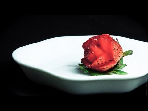 Best Way To Cut Strawberries Into Flowers Youtube