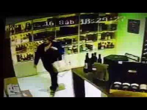 Mecheras ahora roban hasta los vinos de los comercios