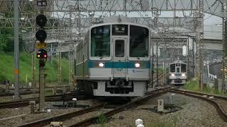 小田急小田原線と多摩線の分岐駅である新百合ヶ丘駅のホーム先端から平...