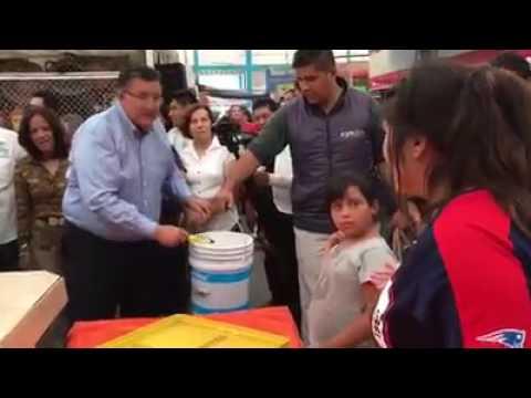 ENFRENTAN ALCALDE DE CELAYA EN MERCADO EL DORADO