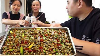 5kg snail 500g pepper, sister cooking, 3 people beer with snail, mouth is swollen, really delicious!