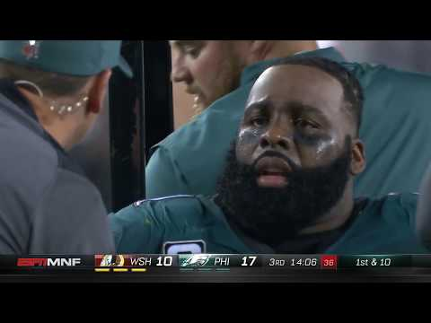 Entire Eagles Team Comes onto Field After Jason Peters Knee Injury