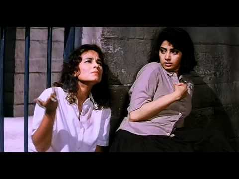 Sridevi sent to jail in Gumrah (1993) HD