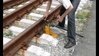 видео Домкрат железнодорожный