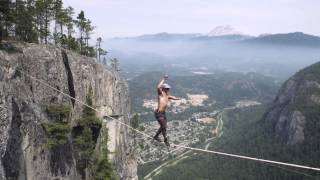 Daredevil Walks Across Slackline 950 Feet in the Air with NO Safety Equipment!