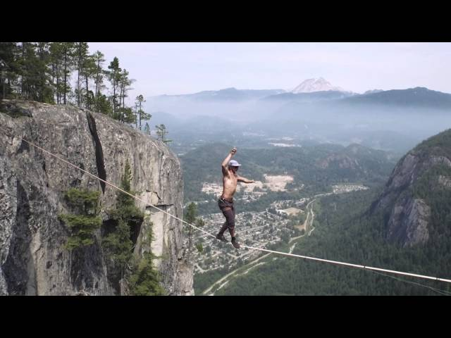 World Record Free Solo - Insane Slacklining!