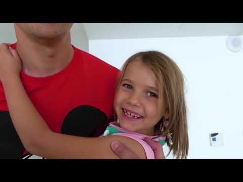 Катя и Макс играют в русалки