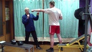 Как победить высокого и сильного противника(Видеокурс эффективной самозащиты на улице: http://atletizm.com.ua/samooborona У нас Вы можете заказать индивидуальную..., 2014-02-18T19:34:47.000Z)