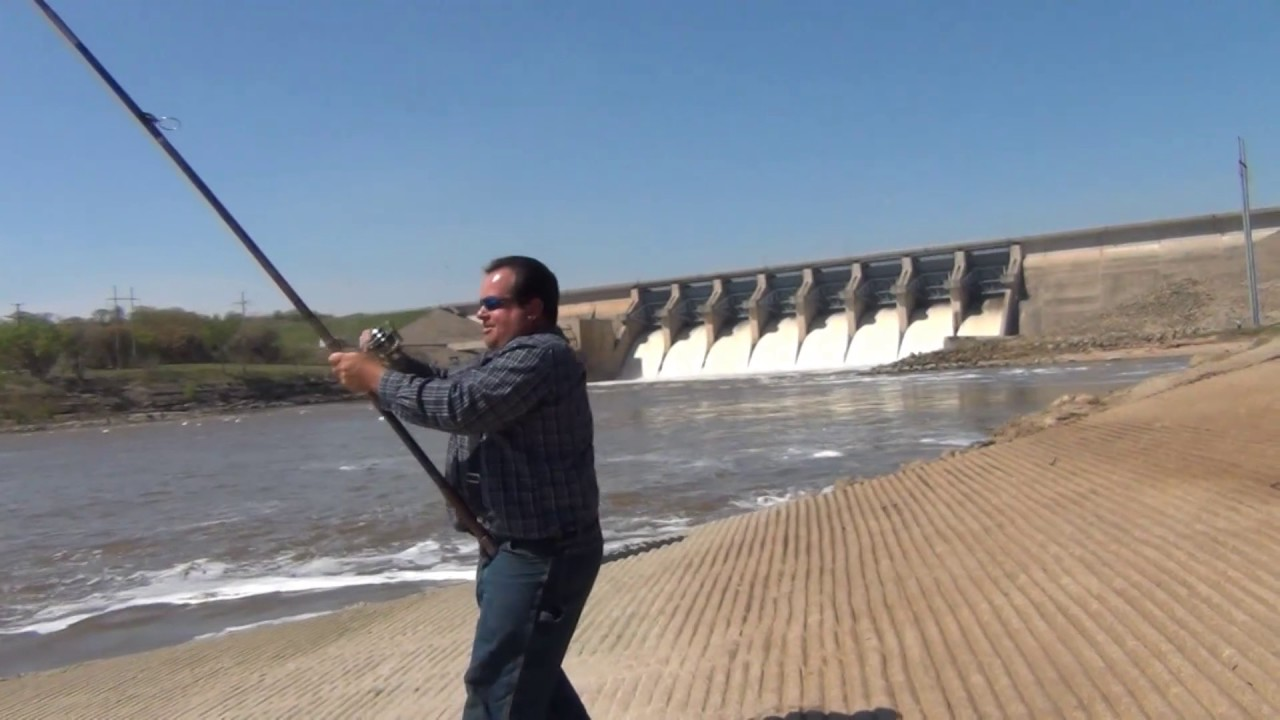 Paddle fishing arkansas river just below kaw lake youtube for Kaw lake fishing report