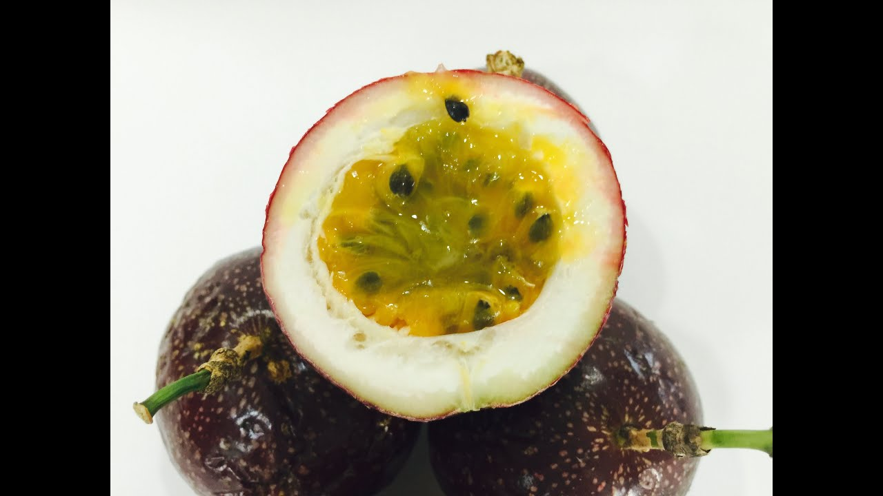 how to prepare and eat passion fruit