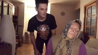 Бабуля, внук и задача «накормить».