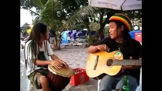 Musisi Pantai Nyanyi Lagu Reggae, Mainin Musiknya Keren I Disayidan   Shaggy Dog 1