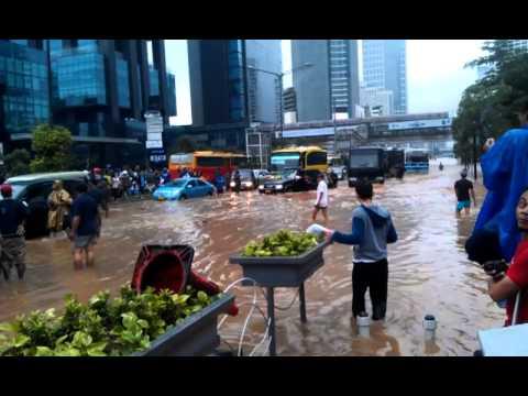 Banjir Jakarta 2013 Bundaran Hi Youtube