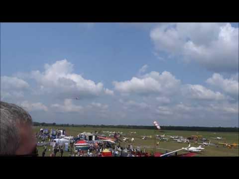Выступление пилотажной группы (легкий вертолет Rotorfly и два самолета Птенец)